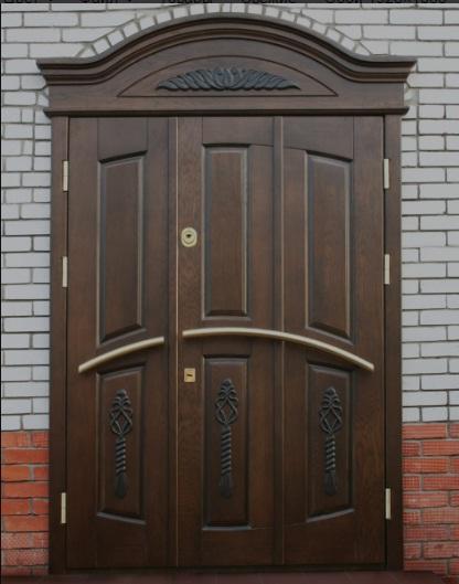 уличные металлические двустворчатые входные двери в административное здание
